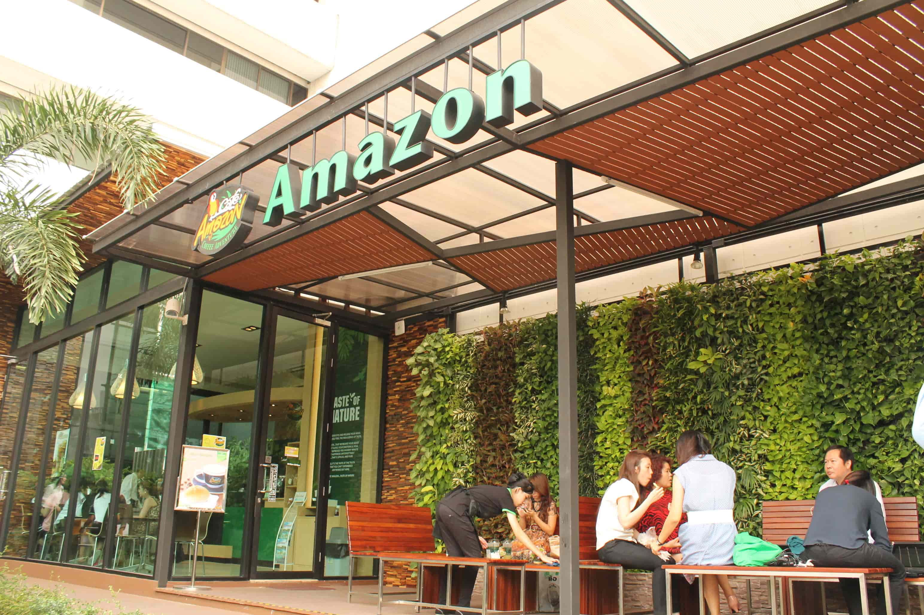 Amezon Wall The Cafe